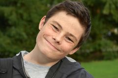 Adolescente muy feliz, smirking Imagen de archivo libre de regalías