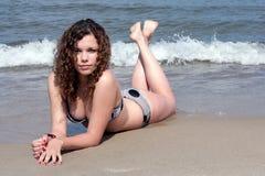 Adolescente na praia Imagens de Stock Royalty Free