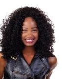 Adolescente negro atractivo joven sonriente feliz del retrato Imagenes de archivo