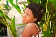 Adolescente negro de la muchacha al aire libre Fotografía de archivo