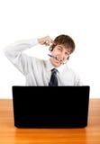 Adolescente nervioso con el ordenador portátil Fotografía de archivo