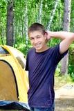 Adolescente no acampamento Fotografia de Stock Royalty Free