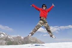 Adolescente no vermelho no hike do esporte fotos de stock royalty free