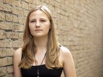 Adolescente novo que olha triste ou deprimido foto de stock