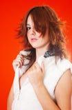 Adolescente novo vestido no branco.   foto de stock