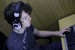 Adolescente obcecado computador Imagem de Stock