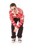 Adolescente in occhiali da sole che esaminano macchina fotografica Immagine Stock
