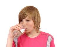 Adolescente para beber el agua Imágenes de archivo libres de regalías