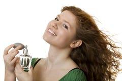 Adolescente pelirrojo con perfume Foto de archivo libre de regalías