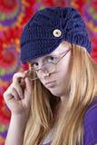 Adolescente pelirrojo lindo con mirada retra Fotografía de archivo libre de regalías