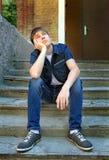 Adolescente pensativo al aire libre Foto de archivo libre de regalías