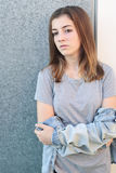 Adolescente pensativo con natural ligero Imagen de archivo