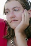 Adolescente pensativo en rojo Foto de archivo