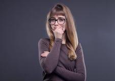 Adolescente pensativo en vidrios Fotografía de archivo libre de regalías