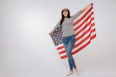 Adolescente positivo que representa la nación americana en el estudio Fotografía de archivo
