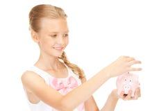 Adolescente precioso con la hucha y el dinero Imágenes de archivo libres de regalías