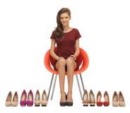 Adolescente precioso en vestido rojo con los zapatos Imágenes de archivo libres de regalías