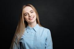Adolescente precioso que divierte en el estudio Fotos de archivo