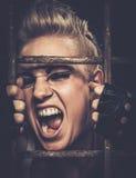 Adolescente preocupado en célula Foto de archivo