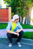 Adolescente preocupante al aire libre Imagen de archivo
