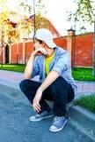 Adolescente preocupante al aire libre Foto de archivo