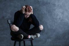 Adolescente preocupante con un dolor de cabeza Imagen de archivo libre de regalías