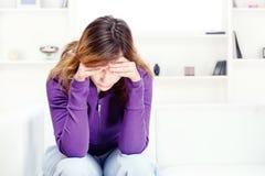 Adolescente preocupante en el país Imagen de archivo