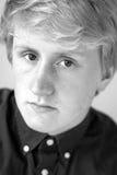 Adolescente principal del tiro blanco y negro Imagenes de archivo