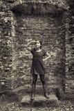 Adolescente que actúa como señora a partir del pasado Imágenes de archivo libres de regalías