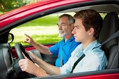 Adolescente que aprende conduzir Fotos de Stock