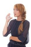 Adolescente que bebe la agua fría de los vidrios Fotografía de archivo libre de regalías