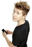 Adolescente que celebra smartphone y sonrisas Imagen de archivo