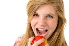 Adolescente que come la manzana sana Imágenes de archivo libres de regalías
