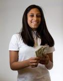Adolescente que conta o dinheiro Fotos de Stock Royalty Free