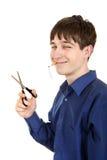 Adolescente que corta un cigarrillo Imagen de archivo libre de regalías
