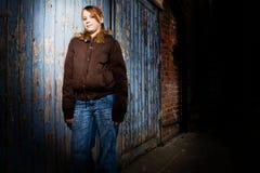 Adolescente que cuelga hacia fuera Fotos de archivo libres de regalías