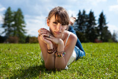 Adolescente que disfruta del buen tiempo Fotos de archivo libres de regalías