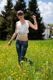 Adolescente que disfruta del buen tiempo Fotografía de archivo