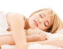 Adolescente que duerme en casa Foto de archivo
