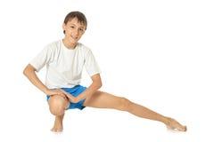Adolescente que ejercita yoga Imágenes de archivo libres de regalías