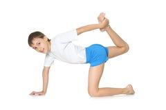 Adolescente que ejercita yoga Fotografía de archivo libre de regalías