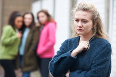 Adolescente que es hablado por los pares Fotografía de archivo libre de regalías