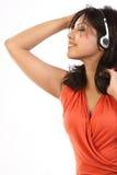 Adolescente que escucha la música con los auriculares Fotografía de archivo libre de regalías