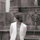 adolescente que espera alguien Foto de archivo
