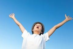 Adolescente que está muito feliz Fotografia de Stock Royalty Free