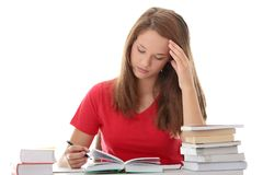 Adolescente que estudia en el escritorio que es cansado Fotografía de archivo