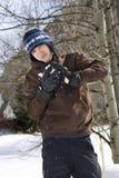Adolescente que faz o snowball Fotos de Stock Royalty Free