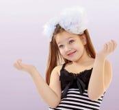 Adolescente que gesticula con las manos Fotografía de archivo libre de regalías