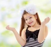 Adolescente que gesticula con las manos Foto de archivo libre de regalías
