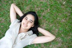 Adolescente que goza del al aire libre Foto de archivo libre de regalías